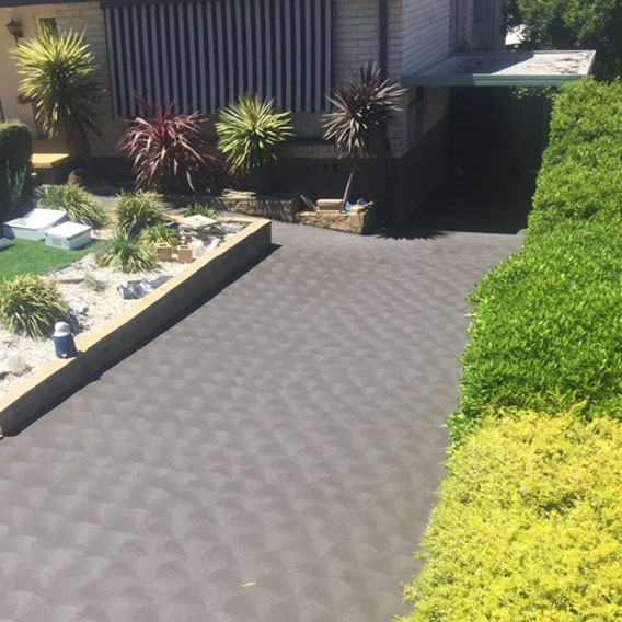 RESIDENTIAL DRIVEWAY - COLOURED WITH  COVE FINISH